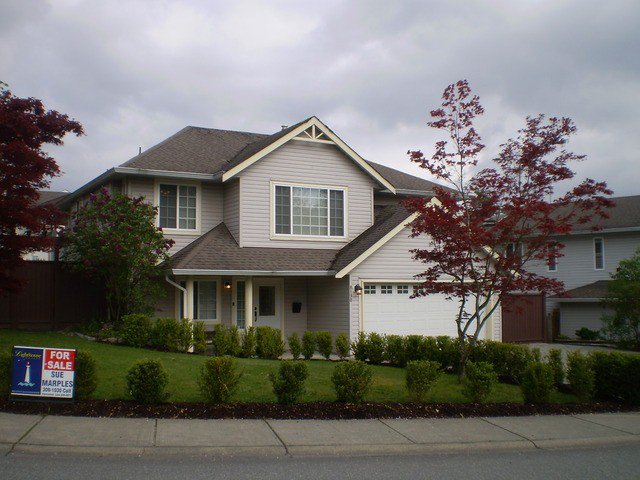 Main Photo: 8190 DOROTHEA CT in Mission: Mission BC House for sale : MLS®# F1410989