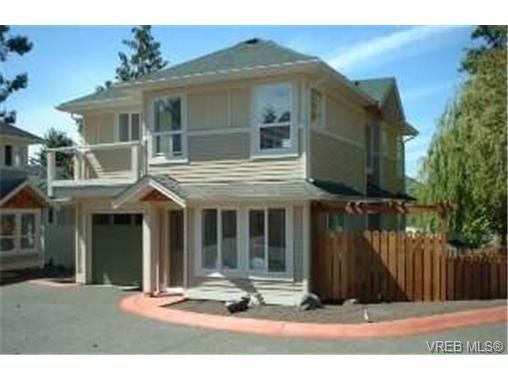 Main Photo: 6 4250 Quadra St in VICTORIA: SE High Quadra Row/Townhouse for sale (Saanich East)  : MLS®# 312942