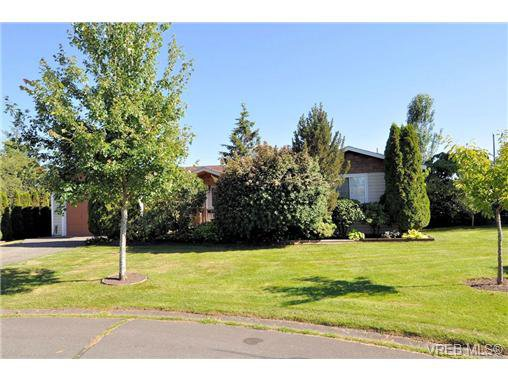 Main Photo: 2157 Jahn Place in SIDNEY: SI Sidney North-West Residential for sale (Sidney)  : MLS®# 340093