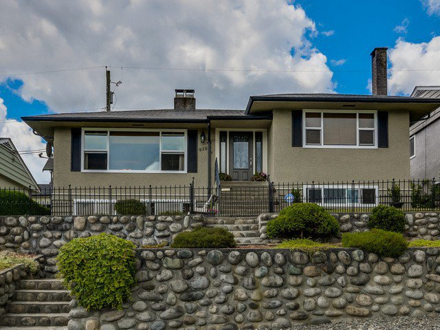 Main Photo: 910 SURREY ST in New Westminster: The Heights NW House for sale : MLS®# V1130286