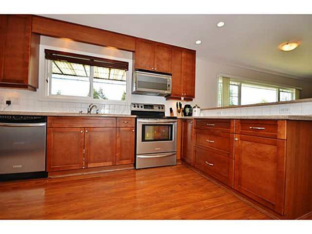 Photo 6: Photos: 1646 Eastern Drive in Port Coquitlam: Mary Hill House  : MLS®# V1135763