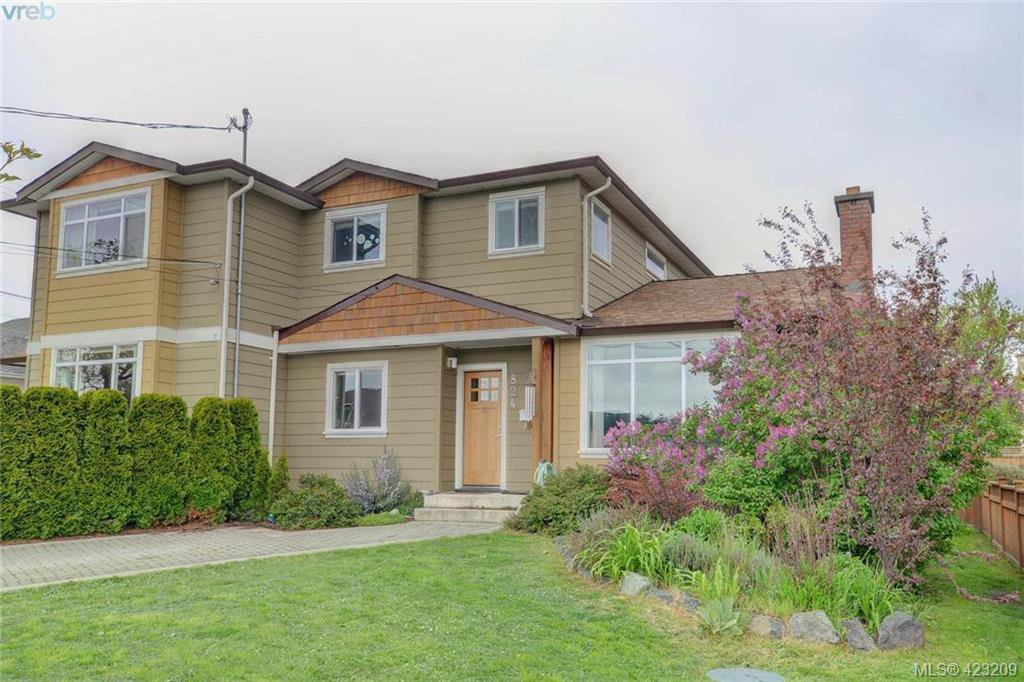 Main Photo: 824 Beckwith Avenue in VICTORIA: SE Lake Hill Half Duplex for sale (Saanich East)  : MLS®# 423209