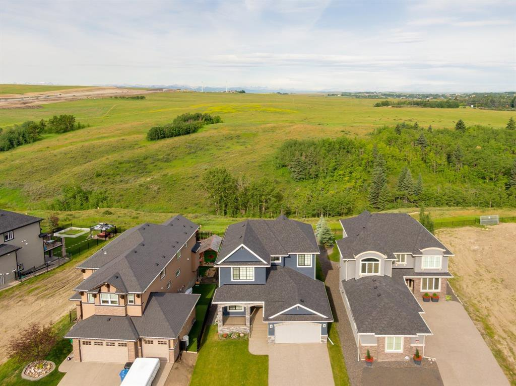 Main Photo: 230 VALLEY POINTE Way NW in Calgary: Valley Ridge Detached for sale : MLS®# A1025624