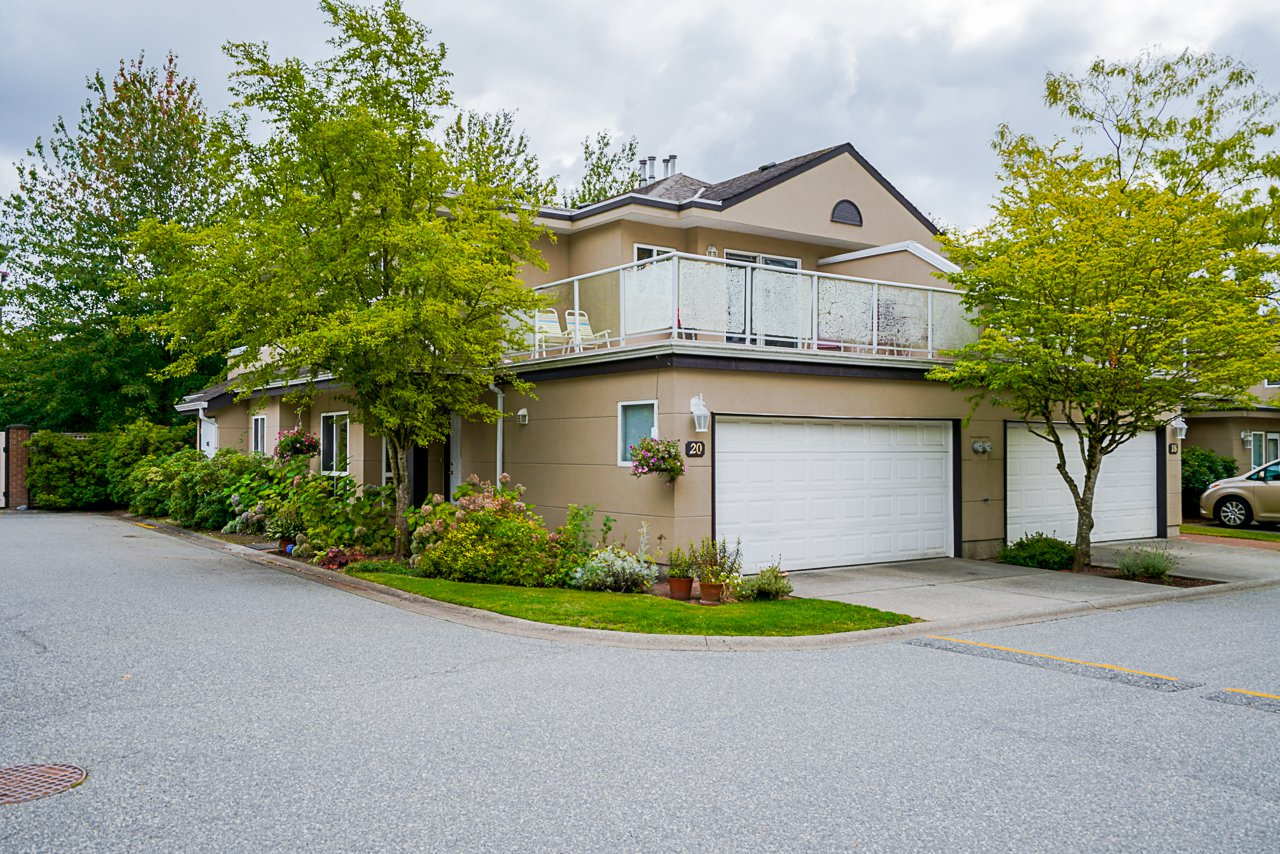 "Main Photo: 20 15875 84 Avenue in Surrey: Fleetwood Tynehead Townhouse for sale in ""ABBEY ROAD"" : MLS®# R2491584"