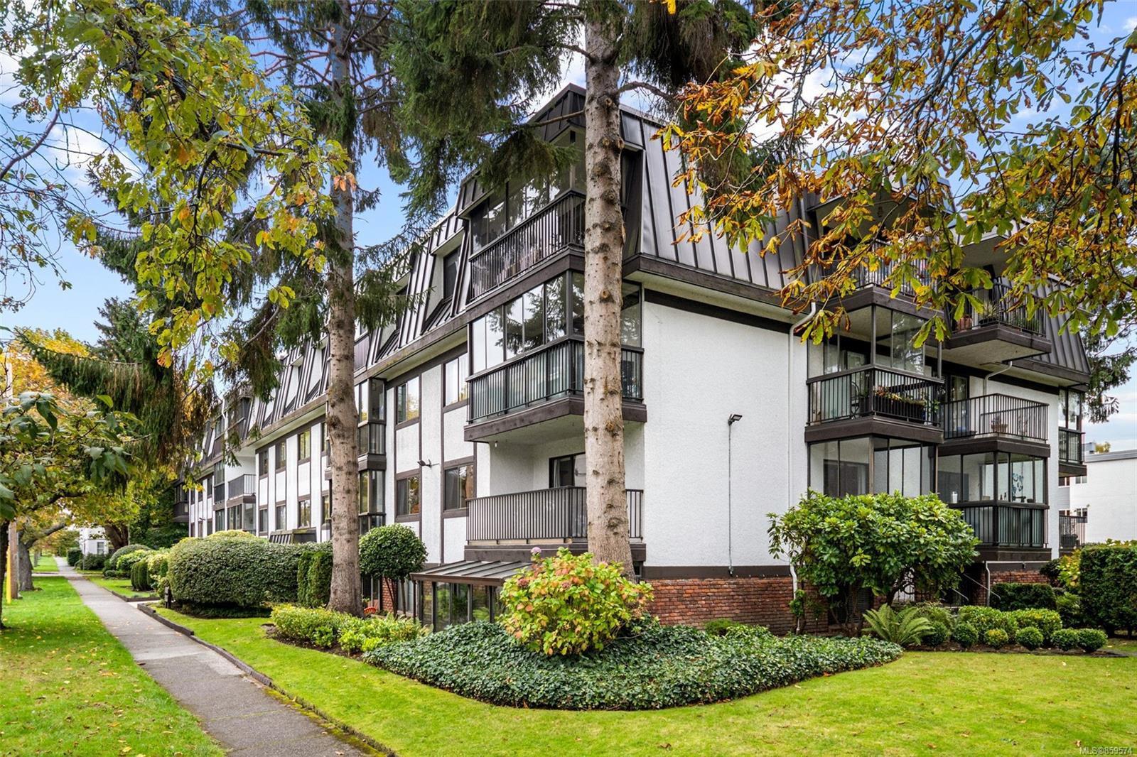 Main Photo: 207 1101 Hilda St in : Vi Fairfield West Condo for sale (Victoria)  : MLS®# 859574