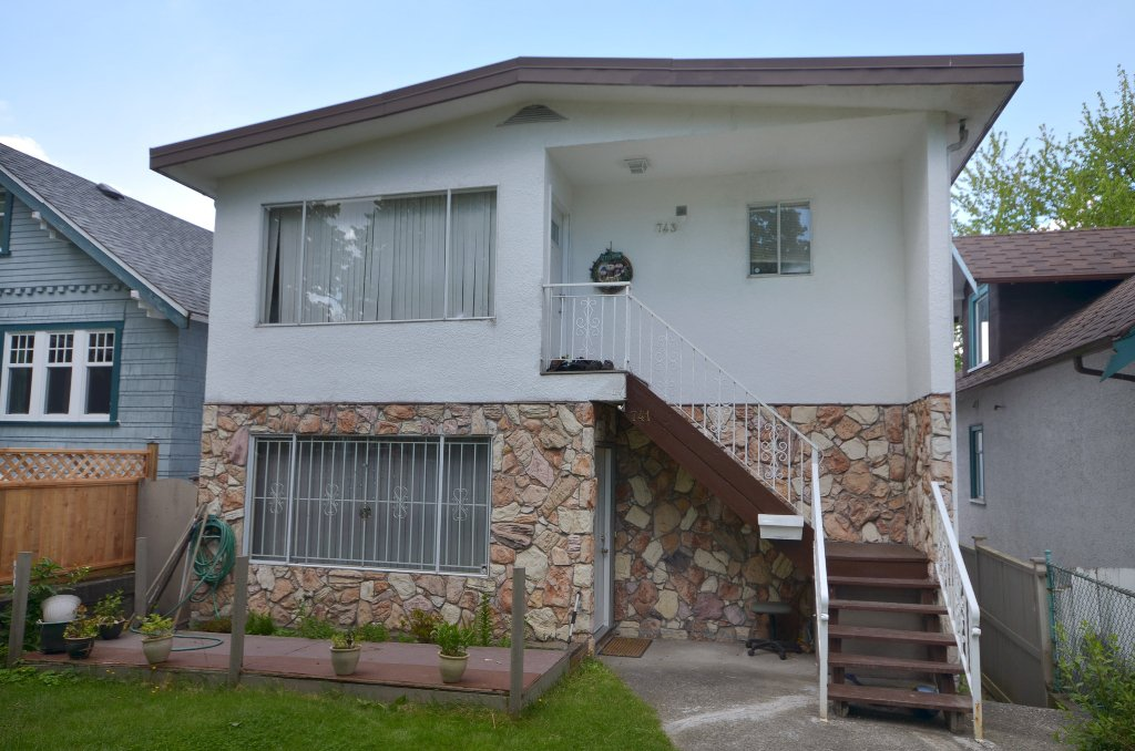 """Main Photo: 743 & 741 E 10TH Avenue in Vancouver: Mount Pleasant VE House for sale in """"MOUNT PLEASANT"""" (Vancouver East)  : MLS®# V953963"""
