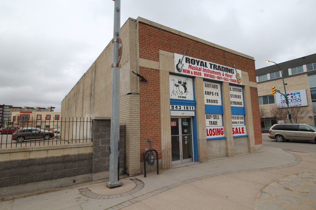 Main Photo: 2462 Building For Lease only - Business owner retiring
