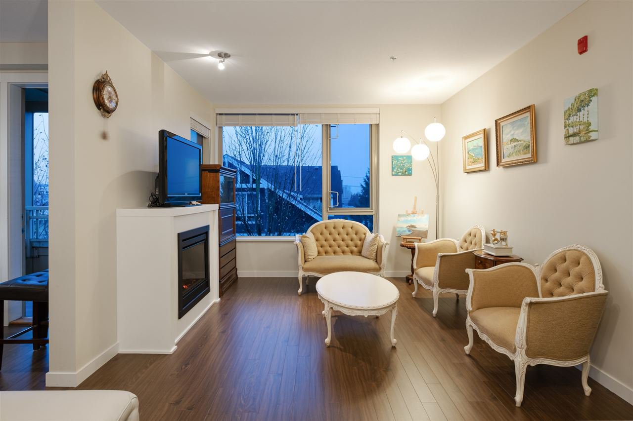 Photo 4: Photos: 305 119 W 22ND STREET in North Vancouver: Central Lonsdale Condo for sale : MLS®# R2419314