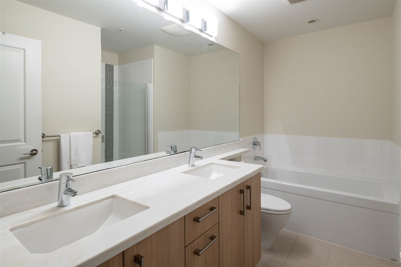 Photo 7: Photos: 305 119 W 22ND STREET in North Vancouver: Central Lonsdale Condo for sale : MLS®# R2419314