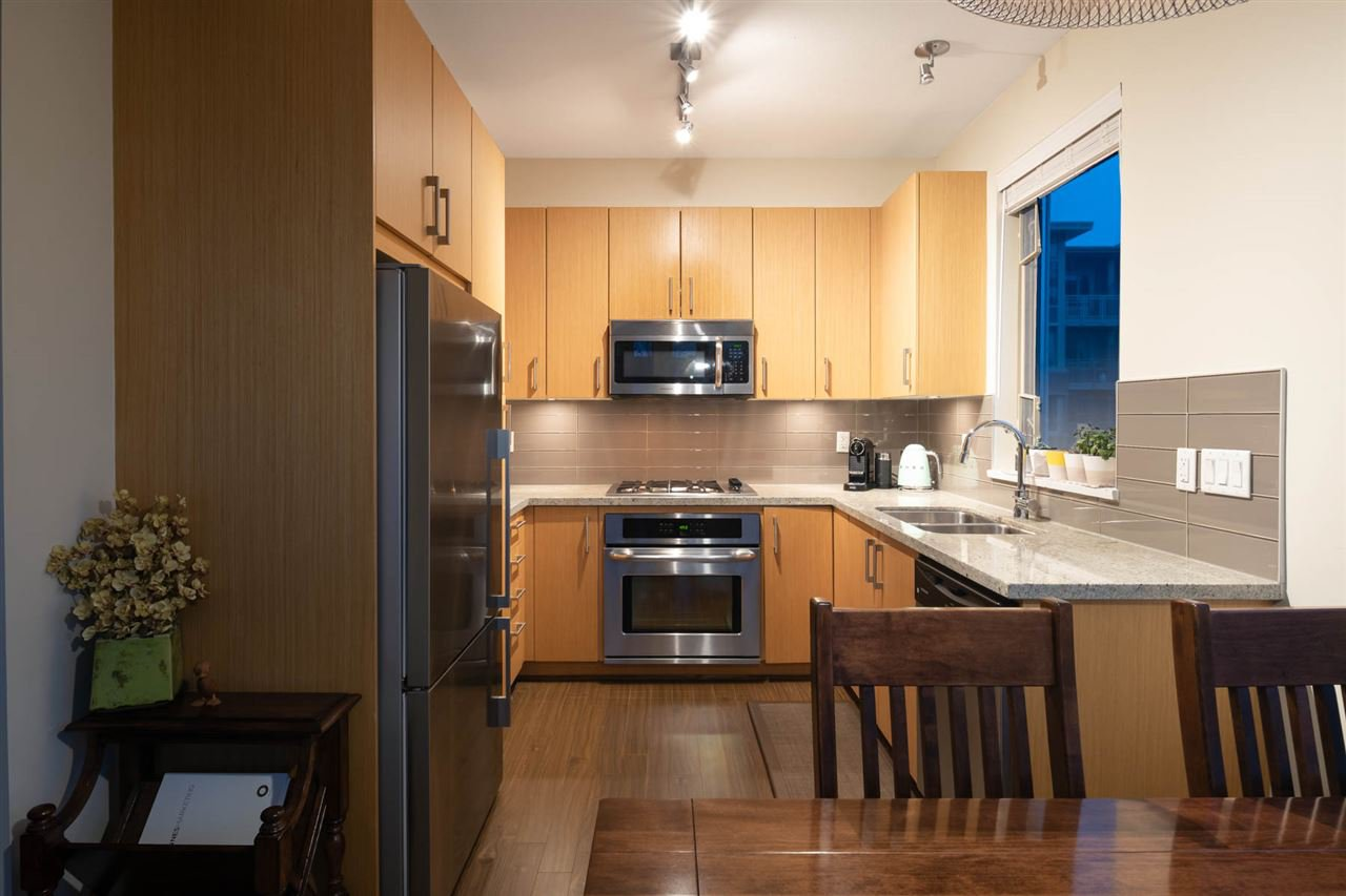 Photo 12: Photos: 305 119 W 22ND STREET in North Vancouver: Central Lonsdale Condo for sale : MLS®# R2419314