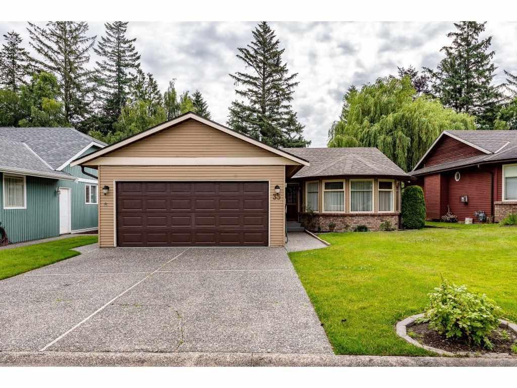 """Main Photo: 35 7001 EDEN Drive in Chilliwack: Sardis West Vedder Rd House for sale in """"EDENBANK"""" (Sardis)  : MLS®# R2470390"""