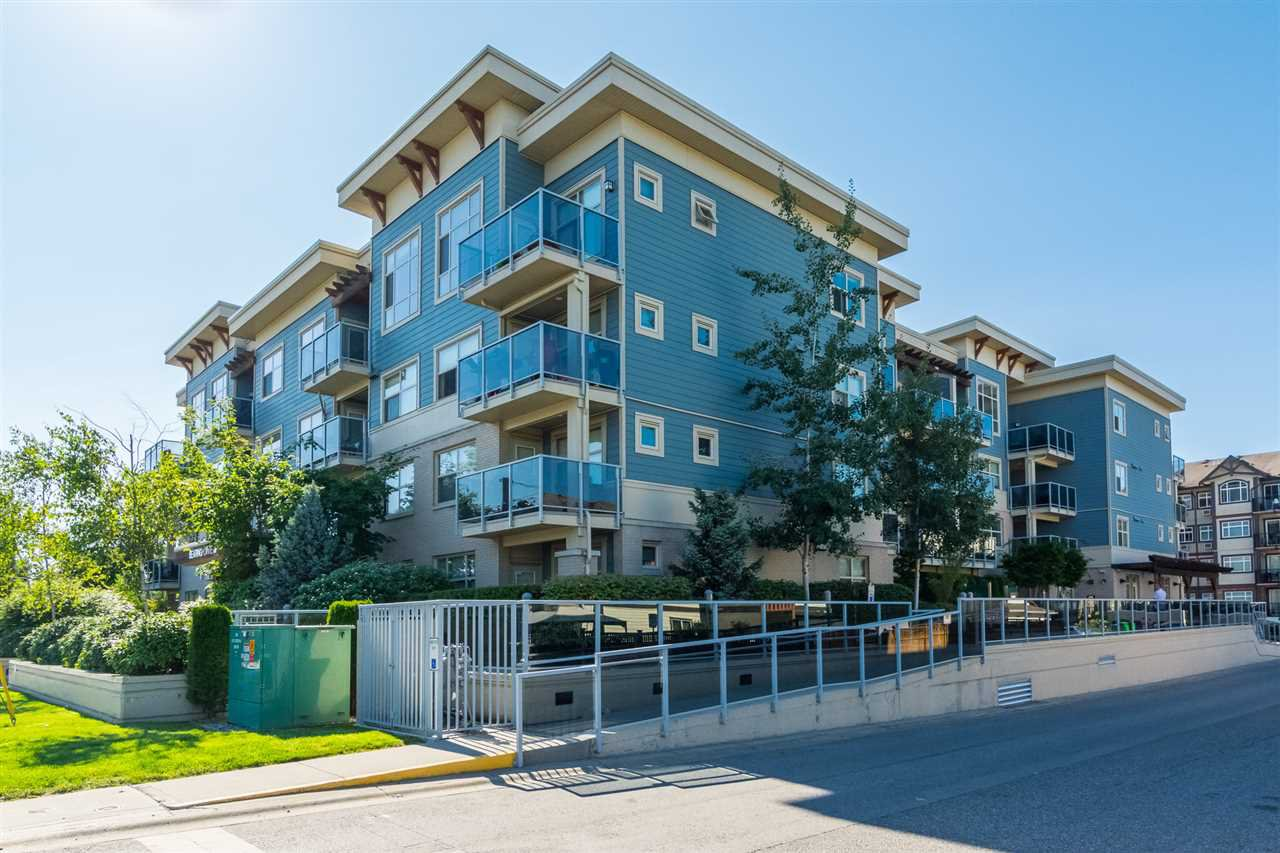 """Main Photo: 301 19936 56 Avenue in Langley: Langley City Condo for sale in """"Bearing Pointe"""" : MLS®# R2487217"""