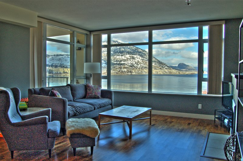 Photo 2: Photos: 701-160 Lakeshore Dr W in Penticton: Okanagan Lake Area Residential Attached for sale : MLS®# 147177