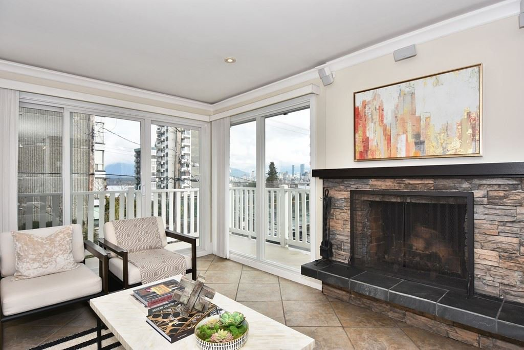 Main Photo: 202 2365 W 3rd Ave in Vancouver: Kitsilano Condo  (Vancouver West)  : MLS®# R2244151