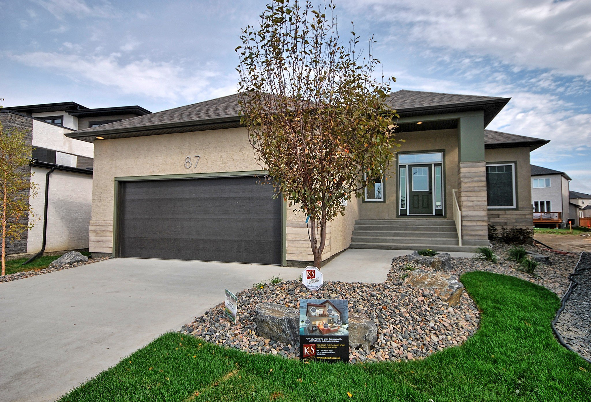Main Photo: 87 Eaglewood Drive in Winnipeg: Bridgwater Trails Single Family Detached for sale (1R)