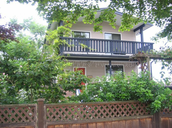 Main Photo: 33 Kamloops Street in Vancouver: Home for sale