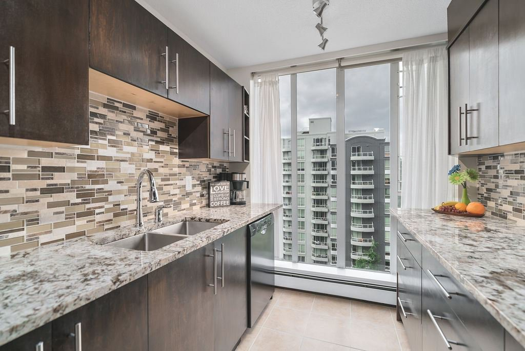 """Main Photo: 1006 3061 E KENT NORTH Avenue in Vancouver: South Marine Condo for sale in """"THE PHOENIX"""" (Vancouver East)  : MLS®# R2484873"""