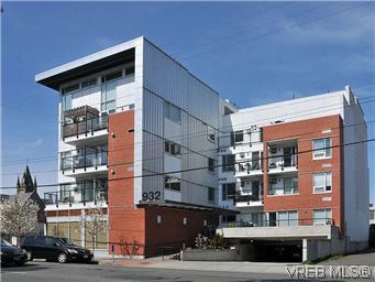 Main Photo: 304 932 Johnson St in VICTORIA: Vi Downtown Condo for sale (Victoria)  : MLS®# 601947