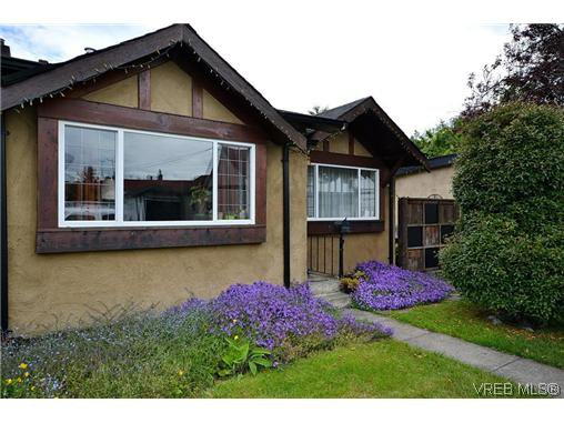 Main Photo: 1725 Lillian Rd in VICTORIA: Vi Fairfield East Half Duplex for sale (Victoria)  : MLS®# 627033