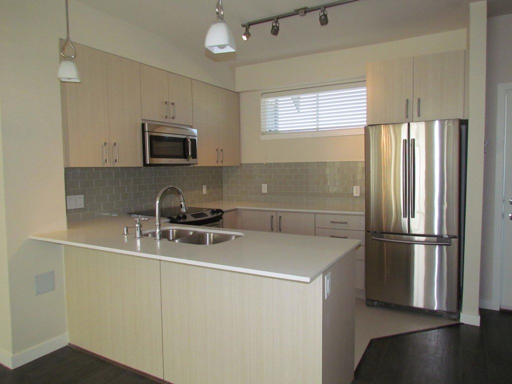 Main Photo: 218 32083 Hillcrest Avenue in Abbotsford: Clearbrook Townhouse for rent