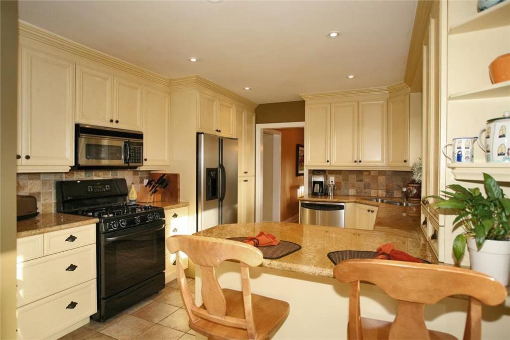 Main Photo: 1544 Venetia Dr in : 1017 - SW Southwest FRH for sale (Oakville)  : MLS®# OM2011266
