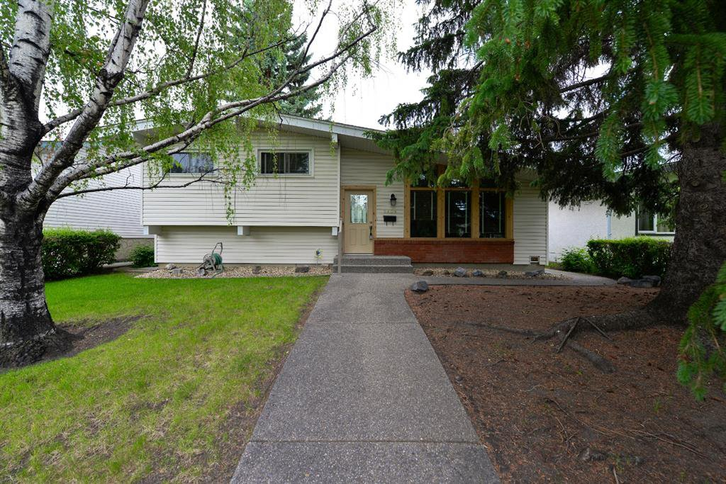 Main Photo: 9808 ALCOTT Road SE in Calgary: Acadia Detached for sale : MLS®# A1032745