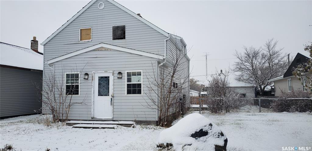 Main Photo: 212 Bruce Street in Gainsborough: Residential for sale : MLS®# SK830630