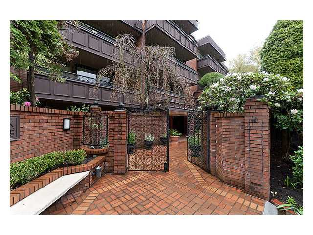 Main Photo: 114 1405 W 15TH Avenue in Vancouver: Fairview VW Condo for sale (Vancouver West)  : MLS®# V948332