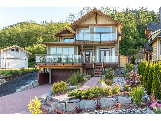 Main Photo: 915 THISTLE PL in Squamish: Britannia Beach House for sale : MLS®# V1110982