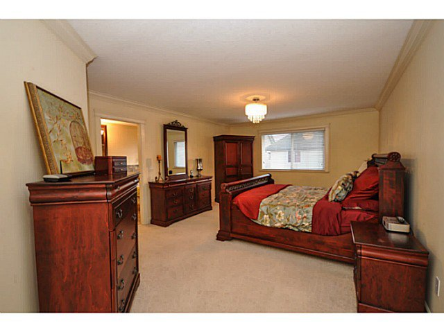 Photo 9: Photos: 19306 73B AV in Surrey: Clayton House for sale (Cloverdale)  : MLS®# F1401646