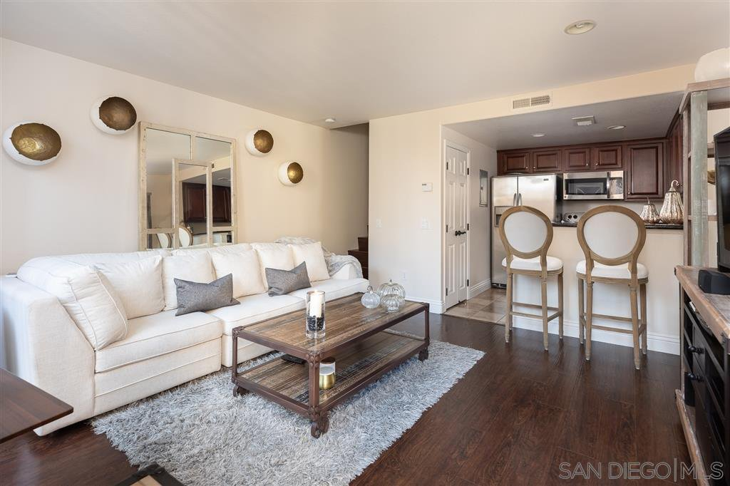Main Photo: UNIVERSITY CITY Condo for sale : 1 bedrooms : 3967 Nobel Dr #252 in San Diego