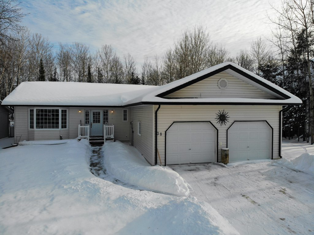 Main Photo: 38 Cameron Road in Pinawa: R18 Residential for sale : MLS®# 202001664