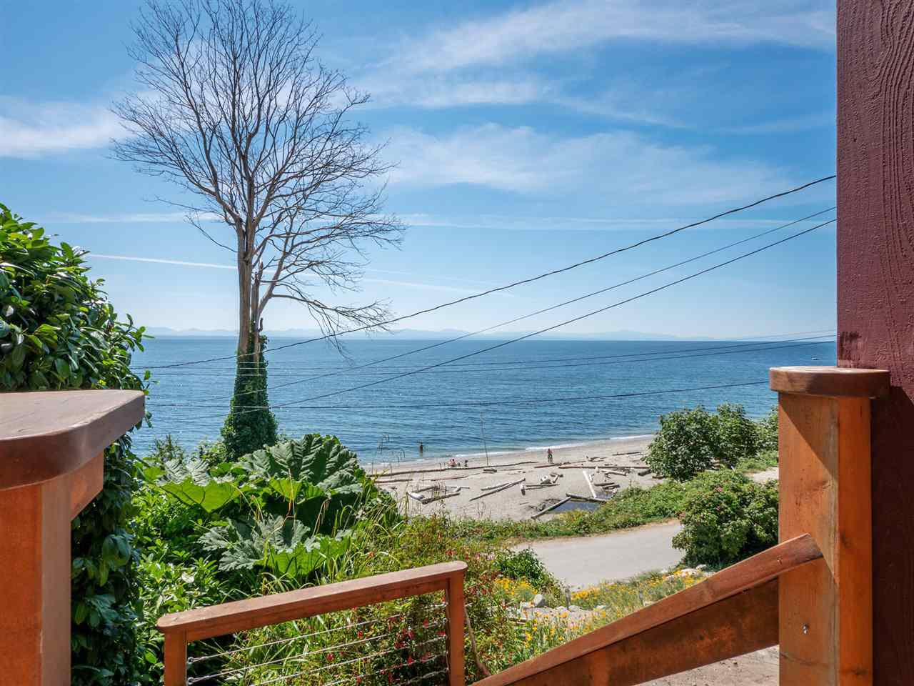 "Main Photo: 1968 OCEAN BEACH Esplanade in Gibsons: Gibsons & Area House for sale in ""BONNIEBROOK BEACH"" (Sunshine Coast)  : MLS®# R2480476"
