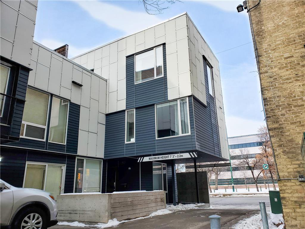 Main Photo: 7 443 Webb Place in Winnipeg: Downtown Condominium for sale (9A)  : MLS®# 202100090