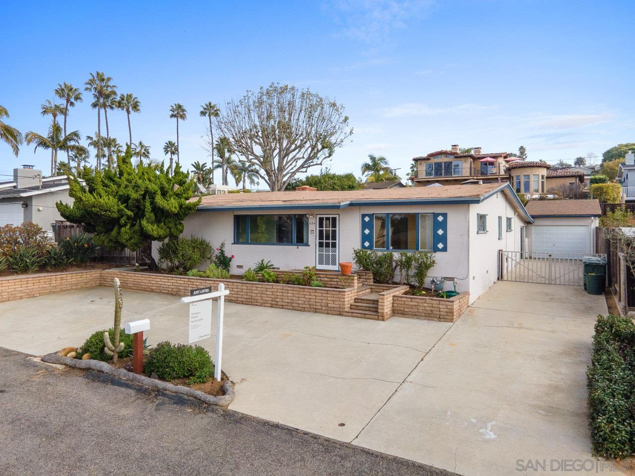 Main Photo: SOLANA BEACH House for sale : 3 bedrooms : 654 Glenmont