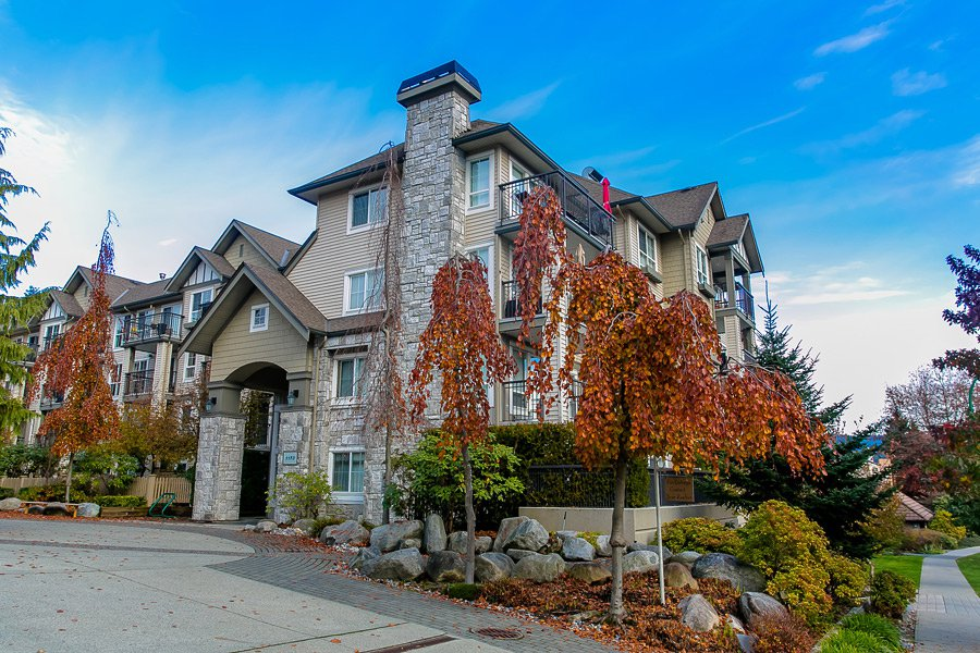 Main Photo: 404 1150 E 29th Street in North Vancouver: Condo for sale : MLS®# V717783