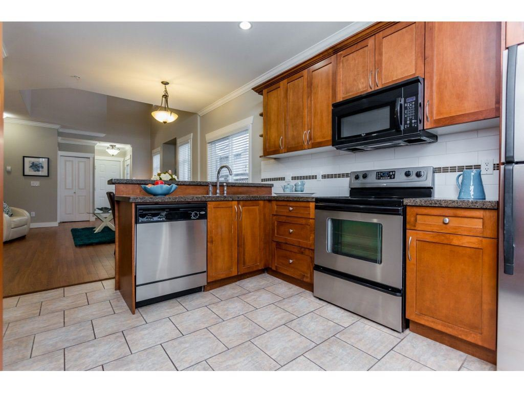 Photo 10: Photos: 31 19977 71 AVENUE in Langley: Willoughby Heights Townhouse for sale : MLS®# R2144676
