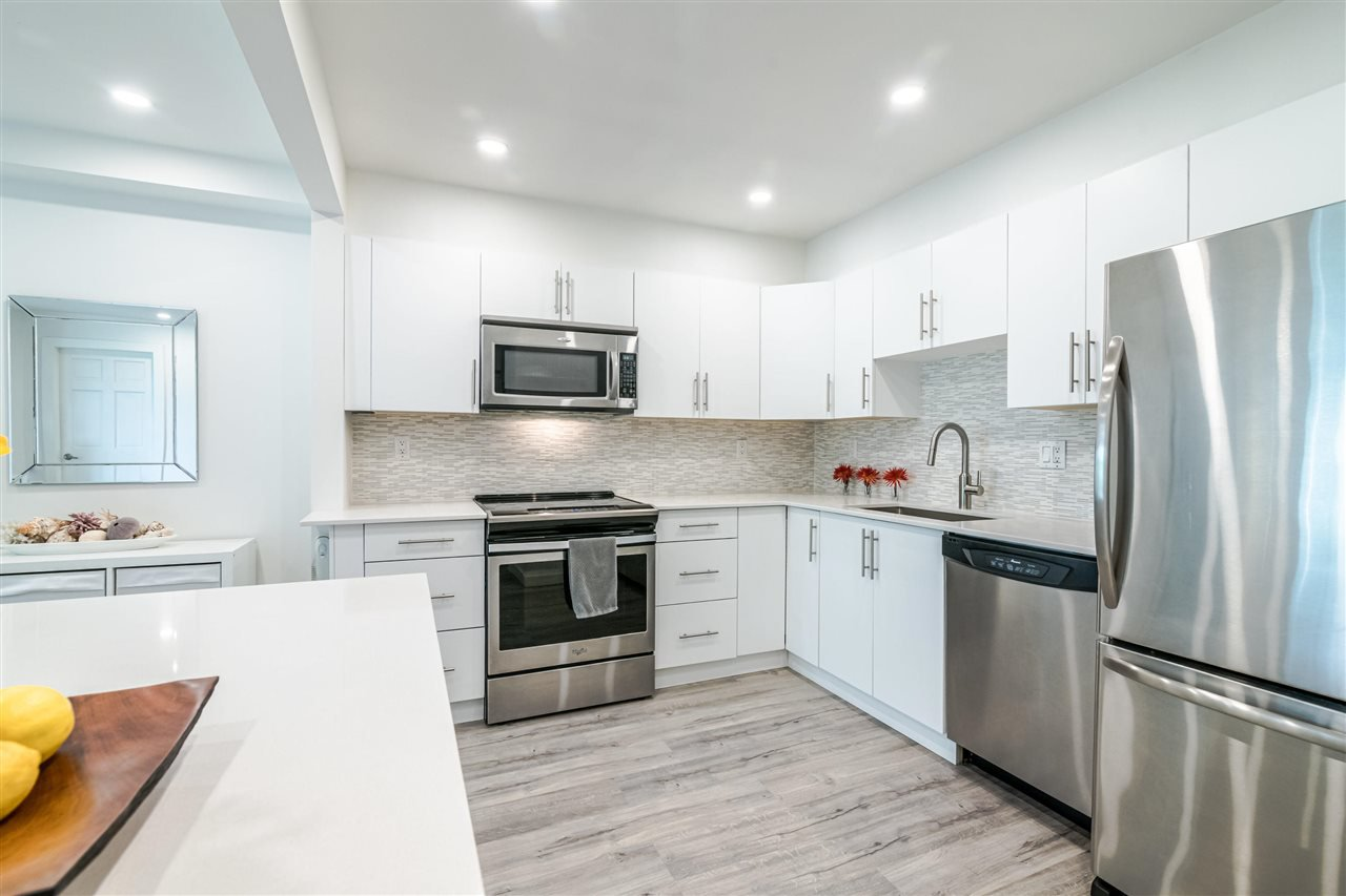 Photo 8: Photos: 3203 33 CHESTERFIELD Place in North Vancouver: Lower Lonsdale Condo for sale : MLS®# R2388716