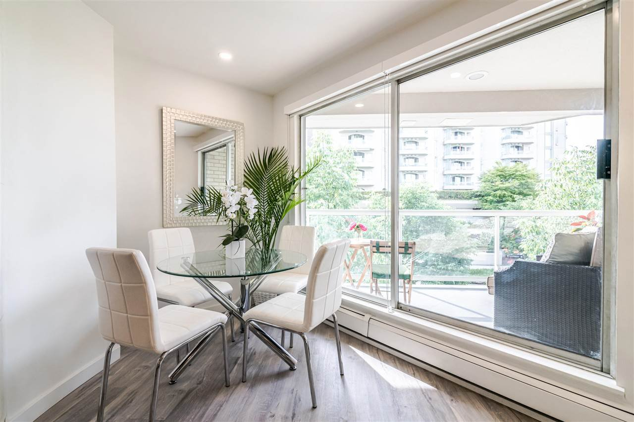 Photo 4: Photos: 3203 33 CHESTERFIELD Place in North Vancouver: Lower Lonsdale Condo for sale : MLS®# R2388716