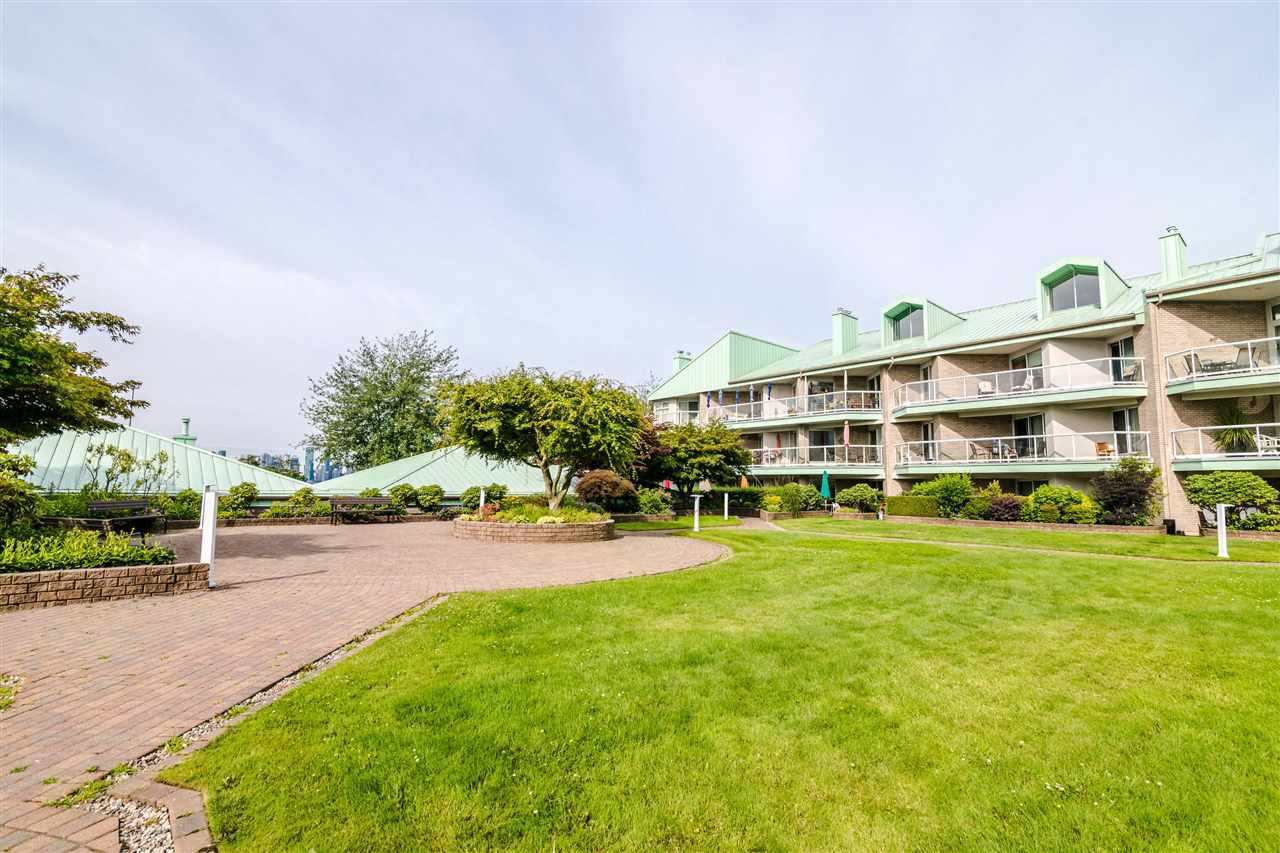 Photo 18: Photos: 3203 33 CHESTERFIELD Place in North Vancouver: Lower Lonsdale Condo for sale : MLS®# R2388716