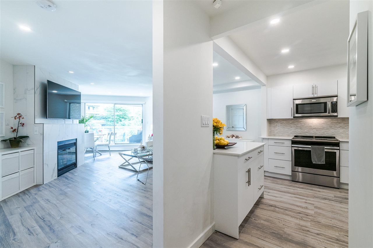 Photo 9: Photos: 3203 33 CHESTERFIELD Place in North Vancouver: Lower Lonsdale Condo for sale : MLS®# R2388716