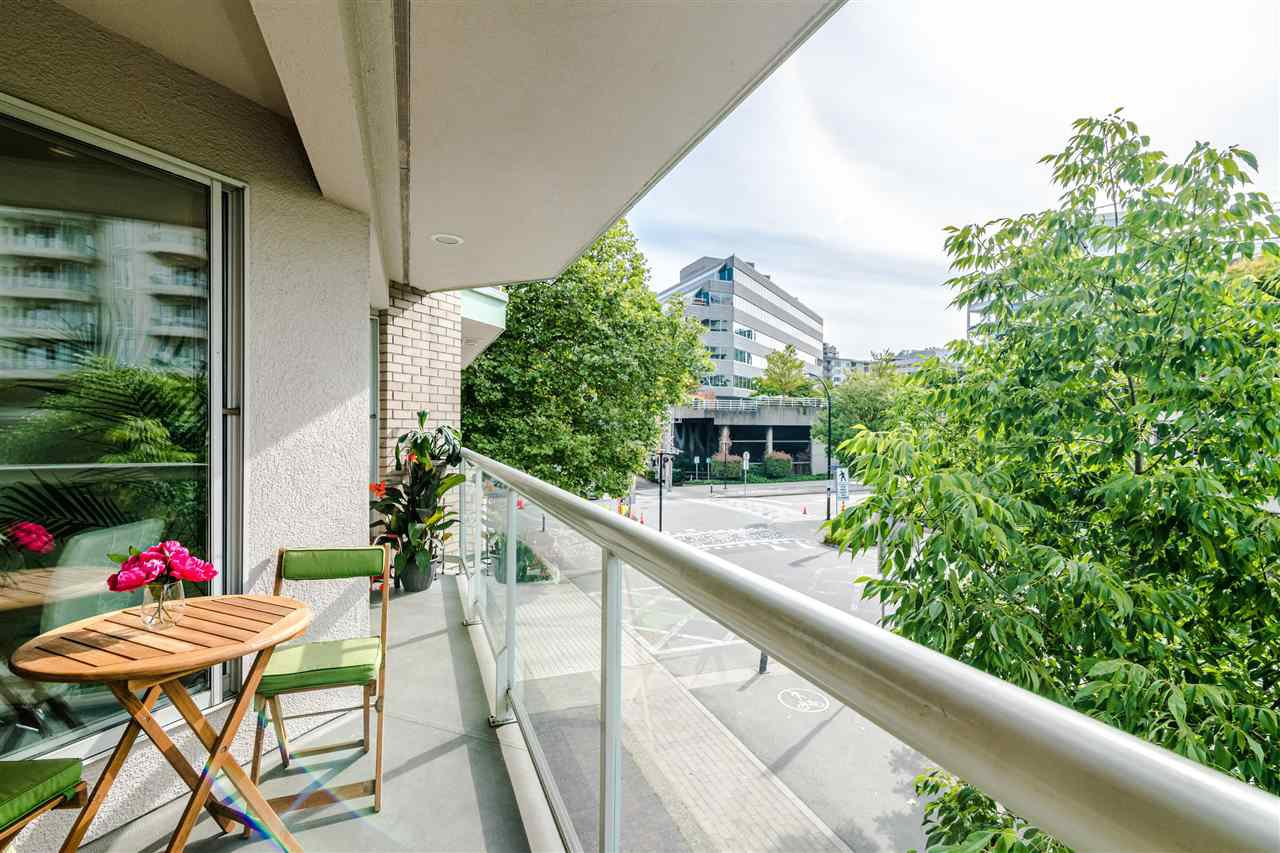 Photo 16: Photos: 3203 33 CHESTERFIELD Place in North Vancouver: Lower Lonsdale Condo for sale : MLS®# R2388716