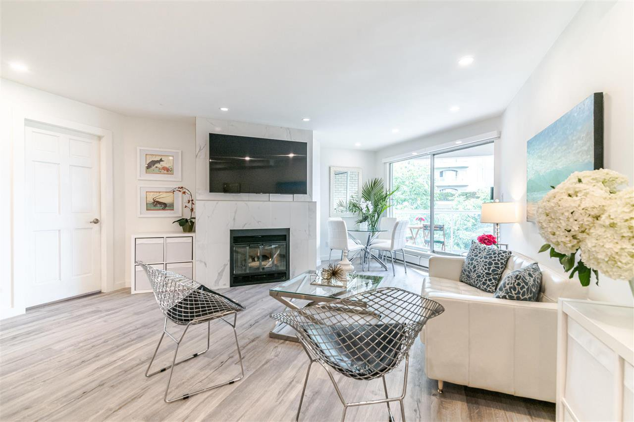 Photo 3: Photos: 3203 33 CHESTERFIELD Place in North Vancouver: Lower Lonsdale Condo for sale : MLS®# R2388716