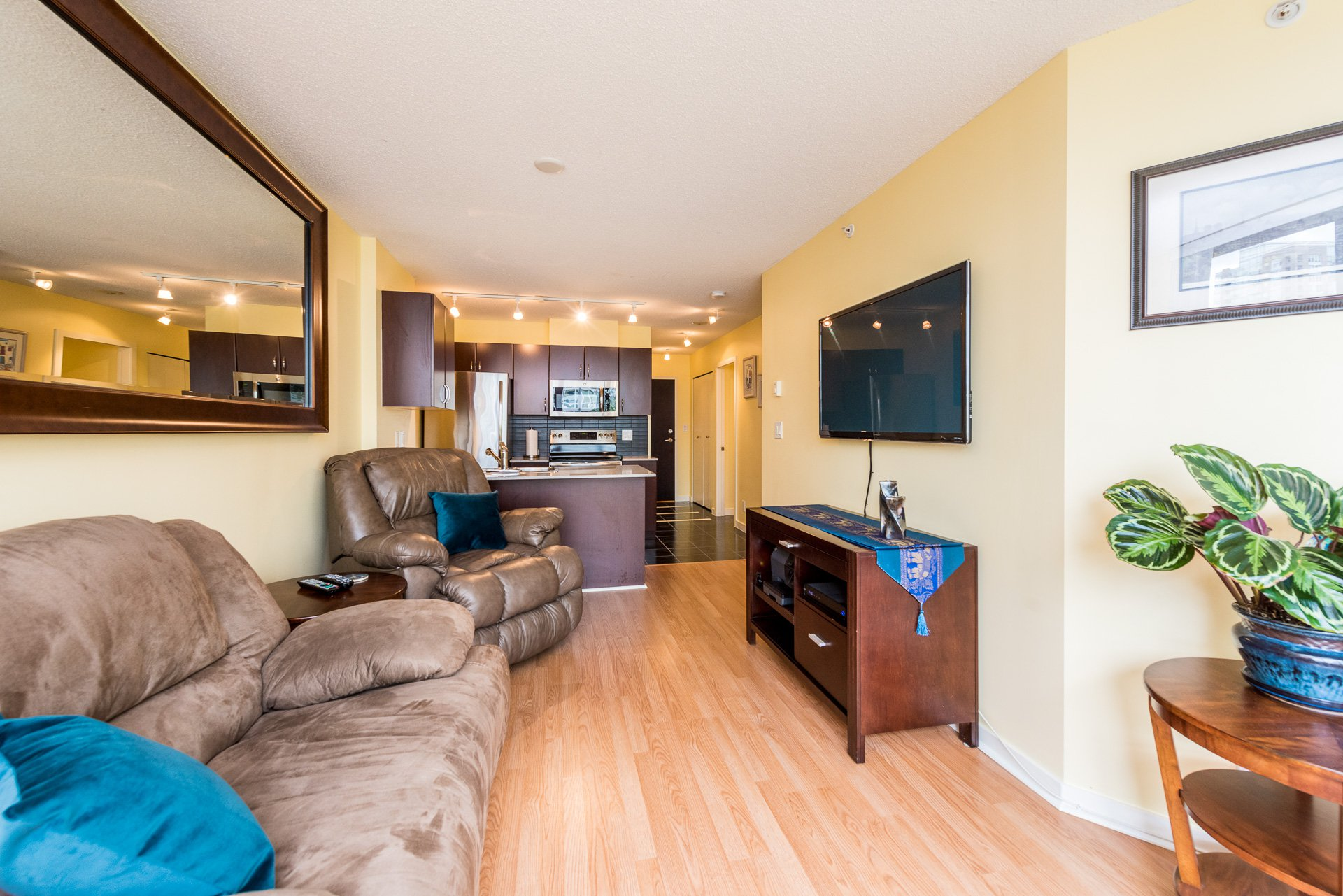 """Main Photo: 1315 938 SMITHE Street in Vancouver: Downtown VW Condo for sale in """"ELECTRIC AVENUE"""" (Vancouver West)  : MLS®# R2388880"""