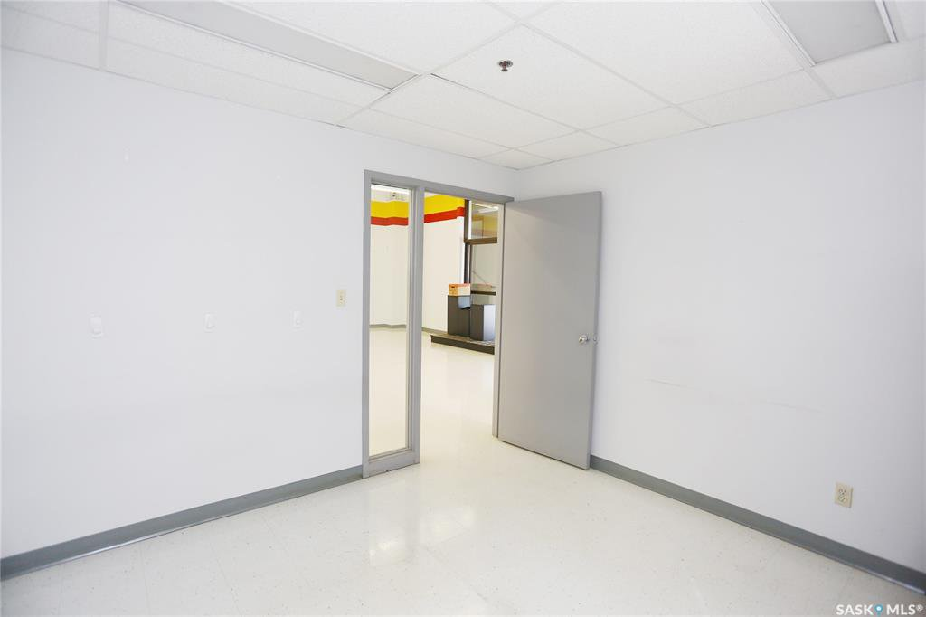 Photo 12: Photos: 2215 Faithfull Avenue in Saskatoon: North Industrial SA Commercial for lease : MLS®# SK805219