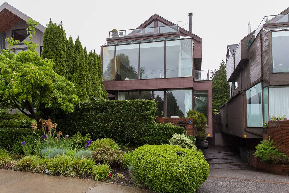 Main Photo:  in Vancouver: Kitsilano 1/2 Duplex for rent (Vancouver West)