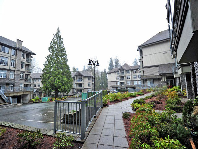 "Main Photo: 415 33318 E BOURQUIN Crescent in Abbotsford: Central Abbotsford Condo for sale in ""NATURES GATE"" : MLS®# F1300098"