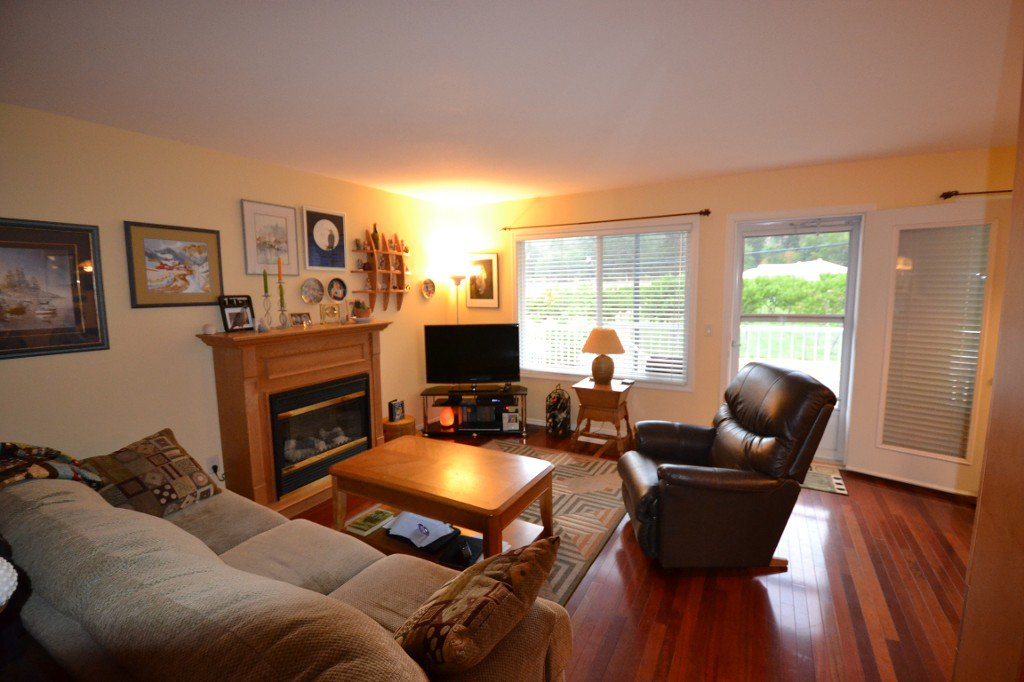 Main Photo: 100 5460 Clements CRES: Peachland Multi-family for sale (Central Okanagan)  : MLS®# 10067033