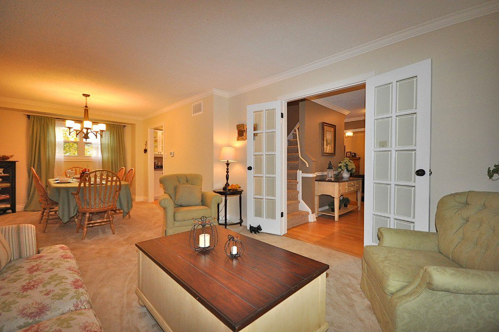 Photo 3: Photos: : Freehold for sale : MLS®# N2497480