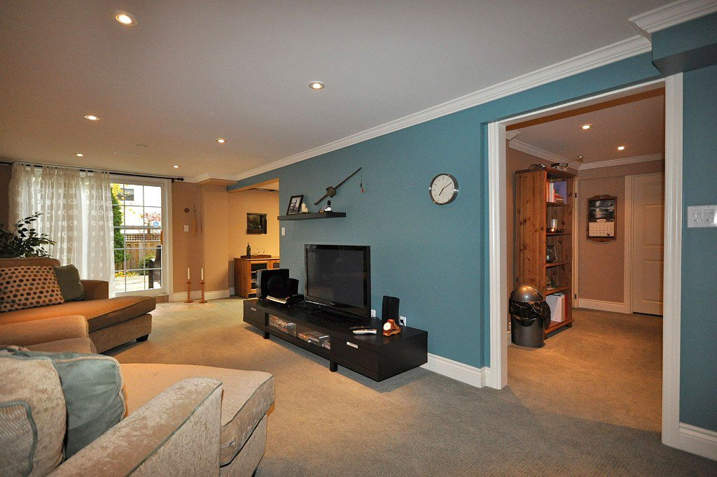Photo 9: Photos: : Freehold for sale : MLS®# N2497480